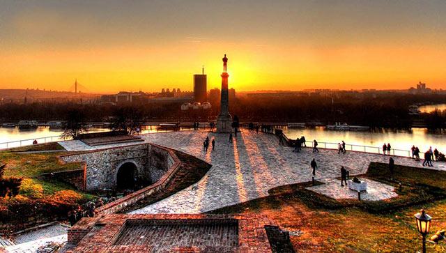 Zašto turisti u Beogradu najčešće koriste rent a car vozila