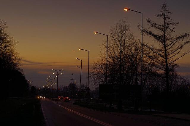 Vožnja automobila noću korisni saveti za bezbednu vožnju